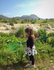 Bambina in campagna