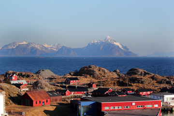 Red building and Lofoten's mounts