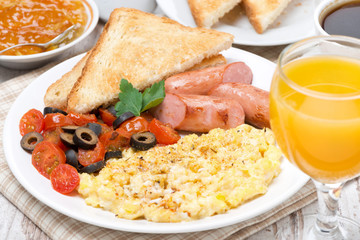 scramble eggs with tomatoes, grilled sausages and toast