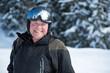 Homme (40s) aux sports d'hiver