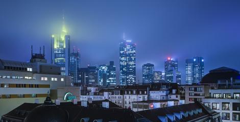 Deutschland, Frankfurt, MyZeil mit Skyline im Hintergrund