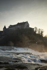 Schweiz, Schaffhausen, Rhein mit Schloss Laufen