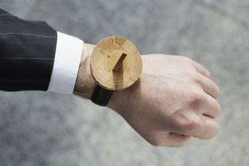 Menschliche Hand mit Sonnenuhr Armbanduhr