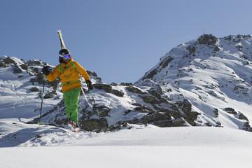 Österreich, Nord-Tirol, Mann Skifahren