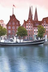 Deutschland, Schleswig-Holstein, Lübeck, Blick auf Hafen Museum