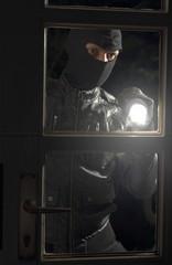 Deutschland, NRW, Einbruch in Haus der Familie in der Nacht