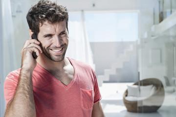 Spanien, Mann sprechen über Handy