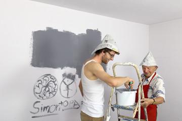 Deutschland, Großvater und Enkel Malen Wand