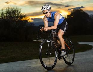 Deutschland, Triathlet Fahrrad fahren