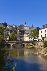 Luxemburg, Ansicht der Alzette Fluss und Stadt im Hintergrund