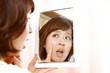 肌の老化にショックを受ける女性