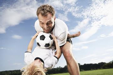 Gernany, Köln, Vater und Sohn spielen Fußball
