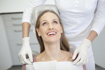 Deutschland, Patient und Zahnarzt in Zahnarztpraxis