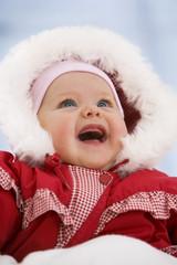 Baby im Schnee Anzug