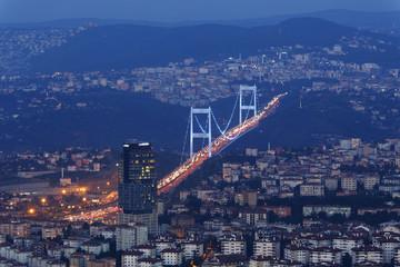 Türkei, Istanbul, Ansicht des Finanzviertels mit Fatih-Sultan- Mehmet-Brücke