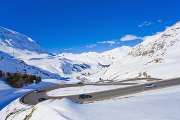 Schweiz, Autos, fahren entlang gewundener Straße