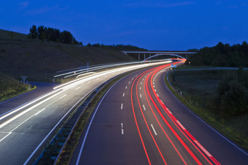Deutschland, Saarland, Ansicht der Autobahn bei Nacht