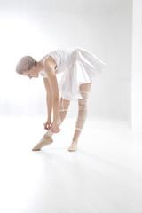 Junge Frau, aufwäremn Ballett