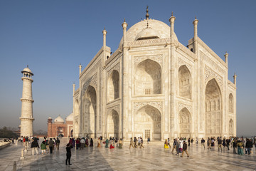 Indien, Uttar Pradesh, Agra, Tourist am Taj Mahal