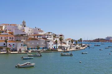 Portugal, Fischerboote in der Nähe von Portimao