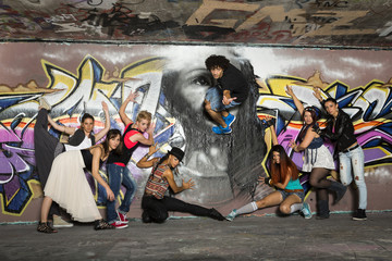 Deutschland, Stuttgart, Hall of Fame, Gruppe Hip Hop Tänzer Airbrush- Wand