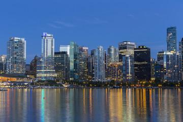 Kanada, Skyline von Vancouver in der Nacht
