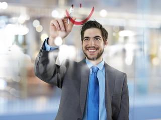 Geschäftsmann Zeichnung Lächeln auf Glasscheibe