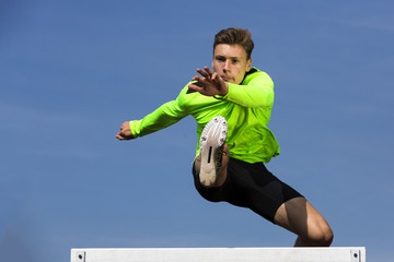 Deutschland, Mann Athlet Springen Hürden