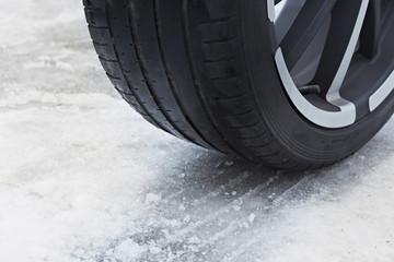 Deutschland, Bayern, Reifen mit Schnee