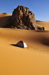 Algerien, Fels -und Dünenlandschaft in Moul Naga in Tassili n Ajjer Nationalpark