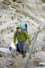 Österreich, Tirol, Karwendelgebirge, Bergsteiger in den Alpen