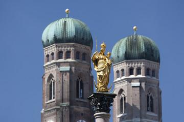 Deutschland, München, Mariensäule und Frauenkirche