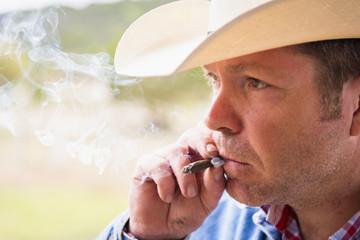 Texas, Cowboy Zigarre rauchen