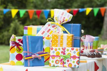 Geburtstagsgeschenk auf Gartentisch
