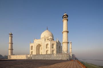 Indien, Uttar Pradesh, Agra, Ansicht des Taj Mahal am Fluss Yamuna