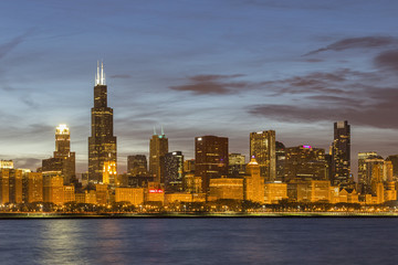 USA, Illinois, Chicago, Ansicht des Willis Tower am Lake Michigan