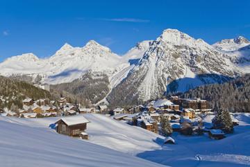 Schweiz, Arosa, Ansicht von Chalets Häusern im Schnee