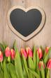 Herzliches auf Holz mit Tulpem