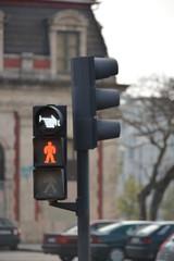 Luz roja semaforo peatonal en la calle