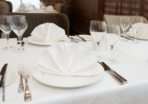 Table arrangement in an expensive restaurant