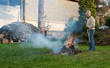 canvas print picture - Laub verbrennen
