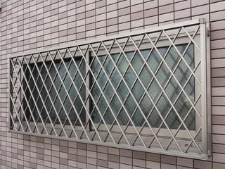 面格子のついた窓