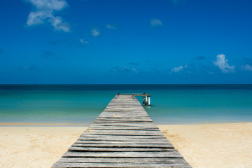 Pier on a tropical beach - Porticciolo su spiaggia caraibica