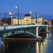 Vue du célèbre pont et de l'Université