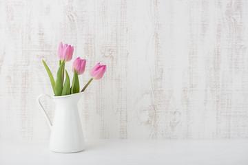 チューリップ ピンク色 白背景