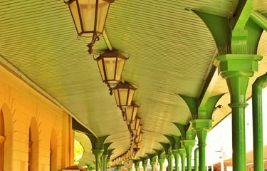 Зеленая крыша с фонарями
