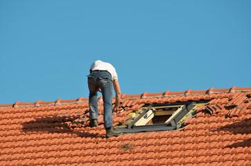 Operaio su un tetto