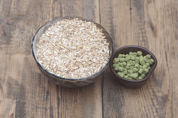 barley with pellets of hops