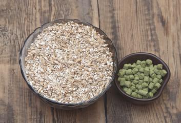 barley with pellets of hops