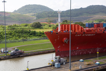Red Cap Stewart container ship entering in the basin of Miraflor